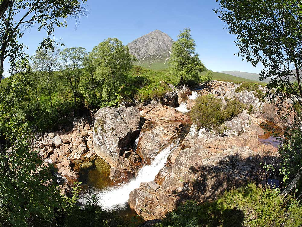 Private tours of the Highlands including a visit to the stunning scenery of the Highlands including Glencoe, Black Mount and Buachaille Etive Mor can be arranged.