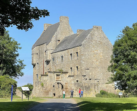 Lallybroch Outlander tours from Private tours Edinburgh